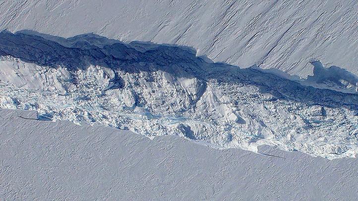 Pine Island: Iceberg as Large as New York City